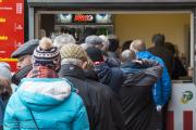 Exeter City - Newport County: Netjes in rij voor iets te drinken