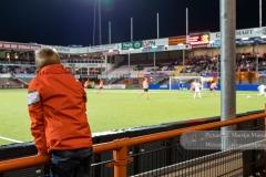 Een jongen kijkt naar een aanval van NAC