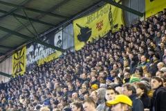 Het Yellow Army spandoek op de B-Side