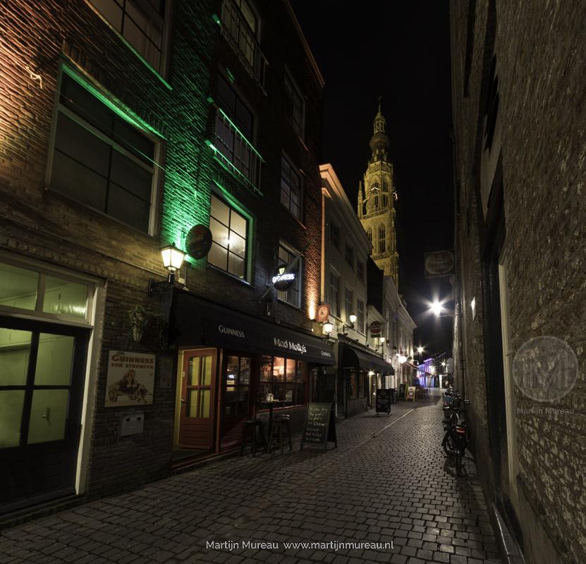 De Grote Kerk van Breda tijdens de avond