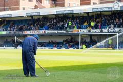 De terreinman van Southend United bereidt het veld voor op een thuiswedstrijd
