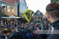 NAC fans bouwen een feestje in Volendam