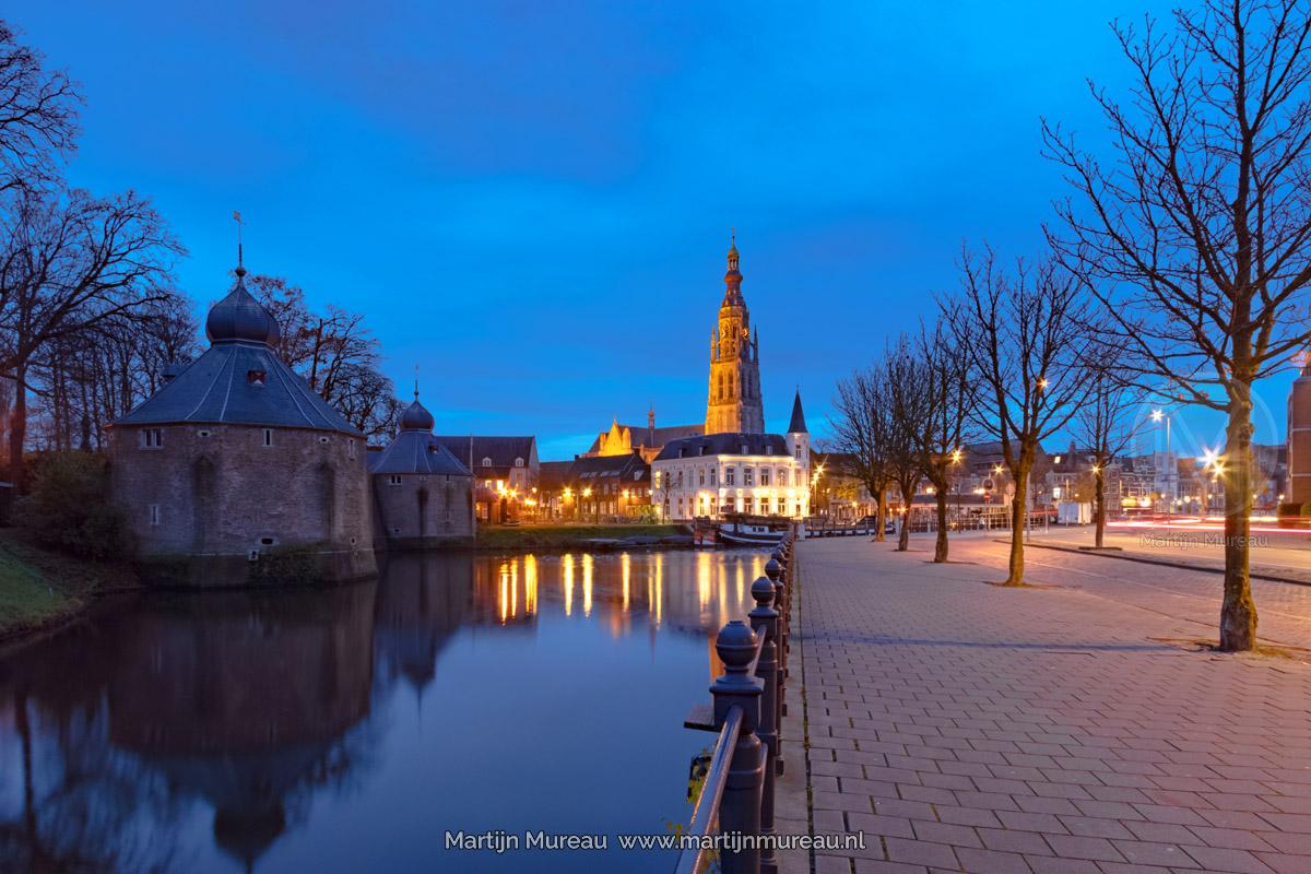 De Grote Kerk van Breda tijdens het Blauwe Uurtje