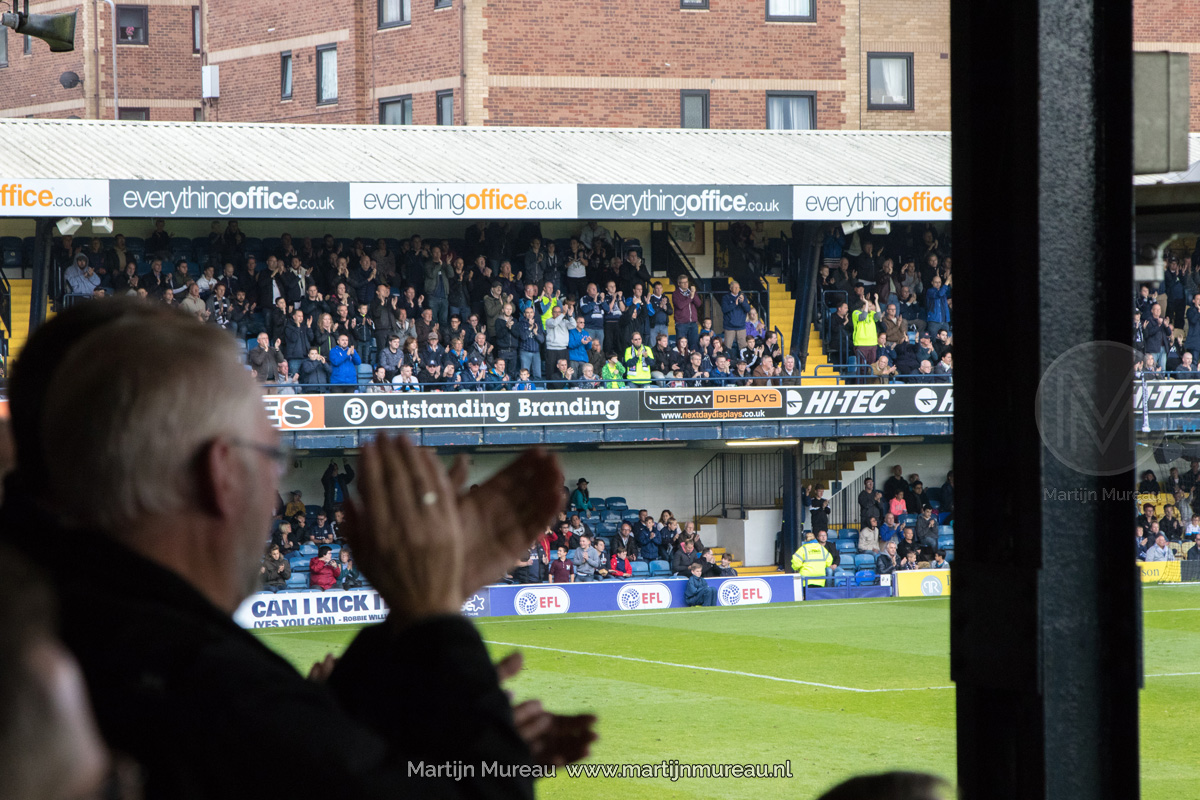 Fans van Southend United applaudiseren voor hun team