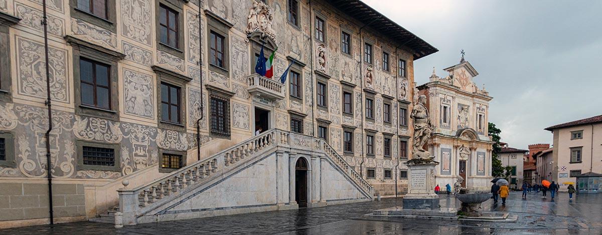 Prachtige gebouwen in Pisa